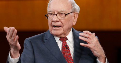Huyền thoại đầu tư Warren Buffett trong một sự kiện. Ảnh: CNBC  - warren buffett 1549778621 1839 1549778802 - Warren Buffett bày cách làm giàu gấp rưỡi