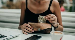 Những lợi ích không ngờ khi dùng tiền mặt  - cash 1553419124 2724 1553419760 1200x0 310x165 - Những lợi ích không ngờ khi dùng tiền mặt