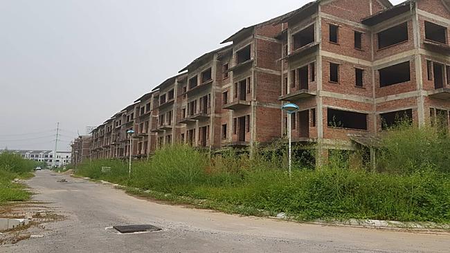 Một dự án bỏ hoang ở phía Tây Hà Nội, nằm gần Quốc lộ 32.  - du an dang do 1565796553 7072 1565797329 - Những dự án bị lãng quên cả chục năm tái xuất trên sàn thứ cấp