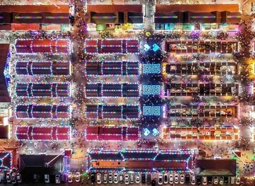 Một chợ đêm tại Thẩm Dương (Trung Quốc) nhìn từ trên cao. Ảnh: Xinhua  - cho dem Trung quoc 4918 1568957566 - Nỗ lực thành ngôi sao kinh tế đêm của TQ