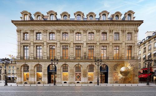 Trung tâm mua sắm của LVMH.  - A nh trung ta m mua sa m LVMH 1888 1573399773 - Những 'cuộc săn mồi' của ông chủ Louis Vuitton, Dior