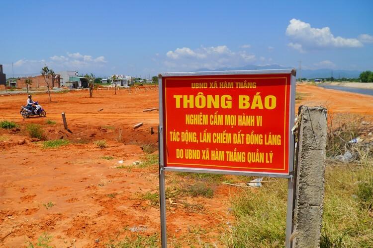 Một khu đất công của xã Hàm Thắng bị xâm chiếm, san nền phân lô trái phép. Ảnh: Việt Quốc  - Xa Ham Thang vua cam bang thon 8604 7560 1573179309 - Loạn phân lô bán nền vùng ven P.Thiết