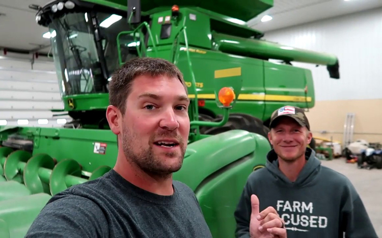 Zach Johnson. Ảnh: Millenial Farmer.  - ANH TRONG BAI Nong dan kiem ti 7167 6406 1575281334 - Nông dân kiếm tiền từ Youtube gấp 5 lần làm nông