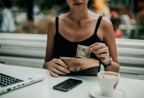 Tiết kiệm chi tiêu cho mục tiêu tài chính cá nhân.Ảnh: Twenty20.  - muc tieu tai chinh 8055 1575638364 - Khắc phục thói quen tiền bạc cho năm mới
