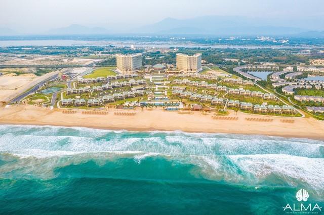 Resort view biển 5 sao gần sân bay Cam Ranh chuẩn bị vận hành - Ảnh 1.  - photo 1 15754496831471442908242 - Resort view biển 5 sao gần sân bay Cam Ranh chuẩn bị vận hành