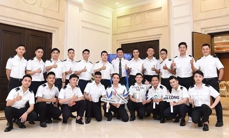 Học viên tại trường đào tạo nhân lực ngành hàng không của Vingroup. Ảnh: Vinpearl Air.  - CBF48D30 10D9 4EF9 90E0 5ACE34 4348 8517 1578982668 - Vingroup rút khỏi một loạt lĩnh vực KD