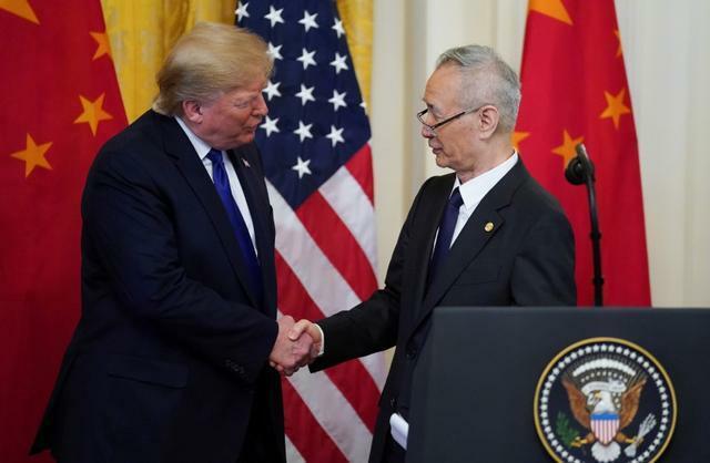 Mỹ, Trung rón rén trong thỏa thuận sơ bộ  - trump liu 1 1459 1579151452 - Căng thẳng thương mại Mỹ